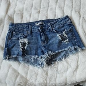 ❤SOLD WILD FOX Cut Off Shorts Sz 27